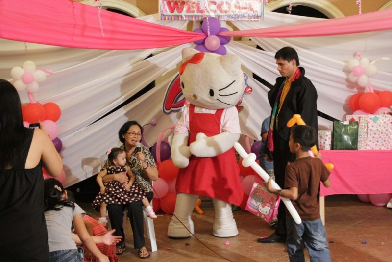 hello-kitty-character-mascot-by-roppets-edutainment-production-inc-1