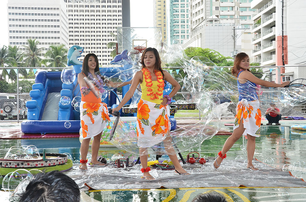tropical themed bubble show